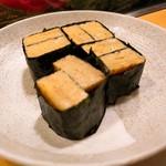 高砂寿司 - 玉子。海苔で巻いてくれました♡