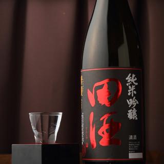 季節の日本酒をご用意してます。