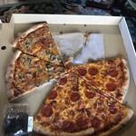 82200010 - 左下はpizzaの大きさ伝えようと、おにぎりです。