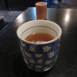 たわらや - お茶で迎えられ
