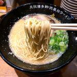 元祖博多 中洲屋台ラーメン 一竜 - 麺 2018.1.11
