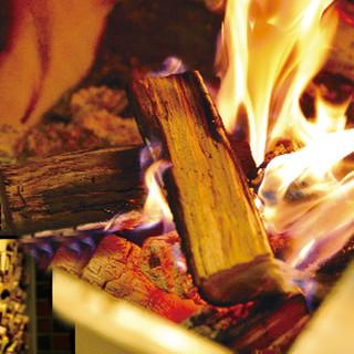 薪で豪快に焼き上げるジビエ料理の数々!