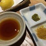 素揚げ酒場 パリパリ - ポン酢、柚子胡椒、カレー塩をつけて