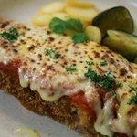 レストラン ベリンバウ - チーズ好きな方にはたまらない一品。牛かつにトマトソースとチーズをたっぷり乗せこんがり焼きます