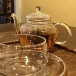 82210555 - 陳皮茶。薬膳茶はポットで@400円。