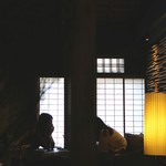祇園 北川半兵衞 - 昼間でもシックな照明