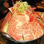 taishuuwagyuusakabakonroyashimofuriwagyuunabetokoubegyuuhorumonteppanyaki - 霜降り和牛鍋