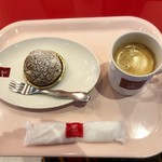 82219871 - シュークリーム 雌阿寒とオリジナルコーヒー