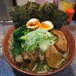 上弦の月 - らーめん650円(脂少なめ・ネギ多め) +半熟煮玉子100円