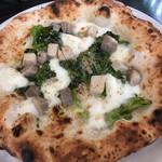 ピッツェリア デラチッタ - チッチョリ(豚肉)と菜の花プロヴォラチーズと黒こしょう風味(M) 1900円