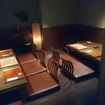 ondo - 格子戸の半個室のお座敷席。左が5~8名様、右が3~6名様用となります。繋げてひとつのテーブルとしてもご利用頂けます。