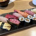甚伍朗 - 海鮮にぎり寿司 900円(税別)