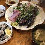 田中鮮魚店 - ジガキうまい。鰹のタタキ、ウツボのたたきうまい。ジガキもうまうま