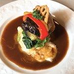 ブレーメン - 料理写真:甲州牛と富士桜ポークの手ごねハンバーグ