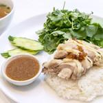 ダイナマイトパクチー カオマンガイSET(タイサラダ&生春巻&スープ付き)