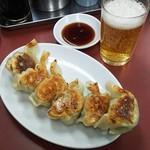 82228976 - 餃子とビール