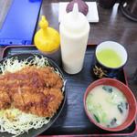 資さんうどん 橋本店 - ソースチキンカツ丼(味噌汁付)600円。