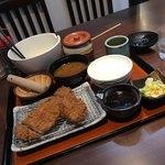 とんかつ たる蔵 - たる蔵おススメ  味噌かつランチ1220円  ご飯、味噌汁、キャベツ、味噌ダレ、お漬物、お替わり自由