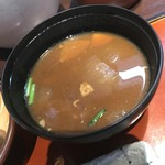 とんかつ たる蔵 - お豆腐のお味噌汁か豚汁が選べる   もちろん豚汁チョイス