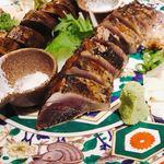 わらやき屋 龍馬の塔 - 看板料理 かつをのたたき皿鉢盛