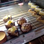 ル・パティシエ・ジュヴォー・プロヴァンサル - ショーケースのケーキ