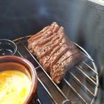 IZAKAYA □1 - 低温調理と瞬間燻製の牛肉は「ざぶとん」