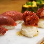 博多筑紫口 肉寿司 - 馬刺しの極上赤身や塩ユッケの握りとフォアグラ軍艦。