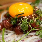 博多筑紫口 肉寿司 - 馬肉ユッケ。