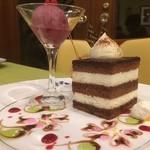 82249685 - ♪ケーキセット、ケーキを選びに行きましょう・・・