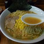 横浜げんき亭 - 酸味の効いた「豚骨醤油」スープ