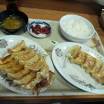 8225458 - 肉餃子のセットと野菜餃子