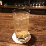 クラシックバー オリベ - マスターがお茶目で居心地の良いお店でした。丁寧に作られるフルーツカクテルが人気のようです。私はウイスキーですけど。。
