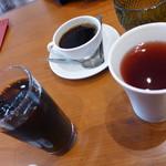 いずもカフェ - 右端・フレーバーティー(アップル&ブラッドオレンジ300円)