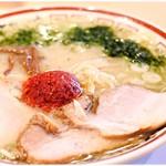 82255077 - 山形辛味噌ラーメン 880円 魚介ベースの軽やかな味噌♪