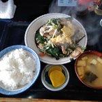 キッチンあべ - ニラ玉(小ライス,みそ汁,漬物)