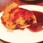 ビストロオーズ - 国産和牛ほほ肉とポルチーニ茸とカマンベールのキッシュ 980円