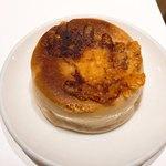 マーメイドカフェ - カマンベールとチェダーチーズのパン♪人気ですぐ売り切れに。