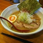らぁ麺 まる月 - 料理写真:まる月ラーメン (麺半分) ¥700