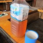 お好み焼 伊東 - 麦茶はペットボトルで