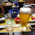 芳野旅館 - 夕食(はじめに並んだ料理 & 生ビール)