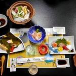 芳野旅館 - 夕食(はじめに並んだ料理)