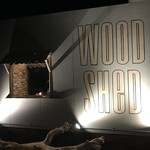 WOODSHED - 入り口の横