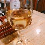 喜怒愛楽 - 日本酒スモールサイズはワイングラスです