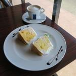 SPOON CAFE - 2種類のシフォンケーキ バニラ&伊予柑、カフェラテ