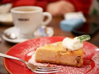 サルサ ヴェルデ - 本日のケーキ (メープルナッツ) &ホットコーヒー
