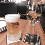 ケラケラ クランツ - 生ビールと白グラス