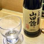 元禄寿司 - 定番の「日本酒」(冷酒、594円税込)。燗酒はない。