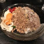 Goyakura - ホワイトビーフ和レーと激辛チキンキーマのあいがけ(900円)