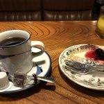 ラッシュライフ - コーヒーとチーズケーキ