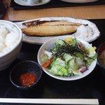 8228779 - ジューシーな焼き魚定食(塩サバ)